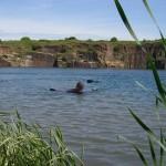André zieht Matze Richtung Ufer!